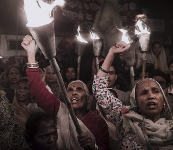 Bhopal, India Manifestazione per il 30esimo anniversario della tragedia di Bhopal. Nella notte tra il 2 e il 3 Dicembre 1984, a causa di una fuoriuscita di gas nella fabbrica di pesticidi Union Carbide 3787 persone persero la vita e piú di 550000 ne hanno subito le conseguenze fin´ora.