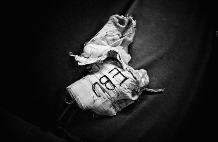 013: ITALY. Florence, 4th November 2011. Mandela Forum, the night of the match for the EBU (European Boxing Union) Welter Weight crown. After the victory. Leonard Bundu's bandages./ITALIA. Firenze, 4 novembre 2011. Mandela Forum, la sera dell'incontro valevole per il titolo europeo dei pesi welter. Dopo la vittoria, le fasciature delle mani di Leonard Bundu.