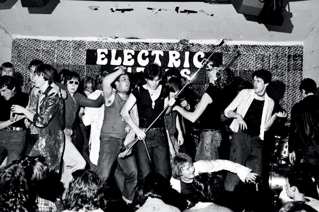 Punks in un club di Manchester- Corbis Images